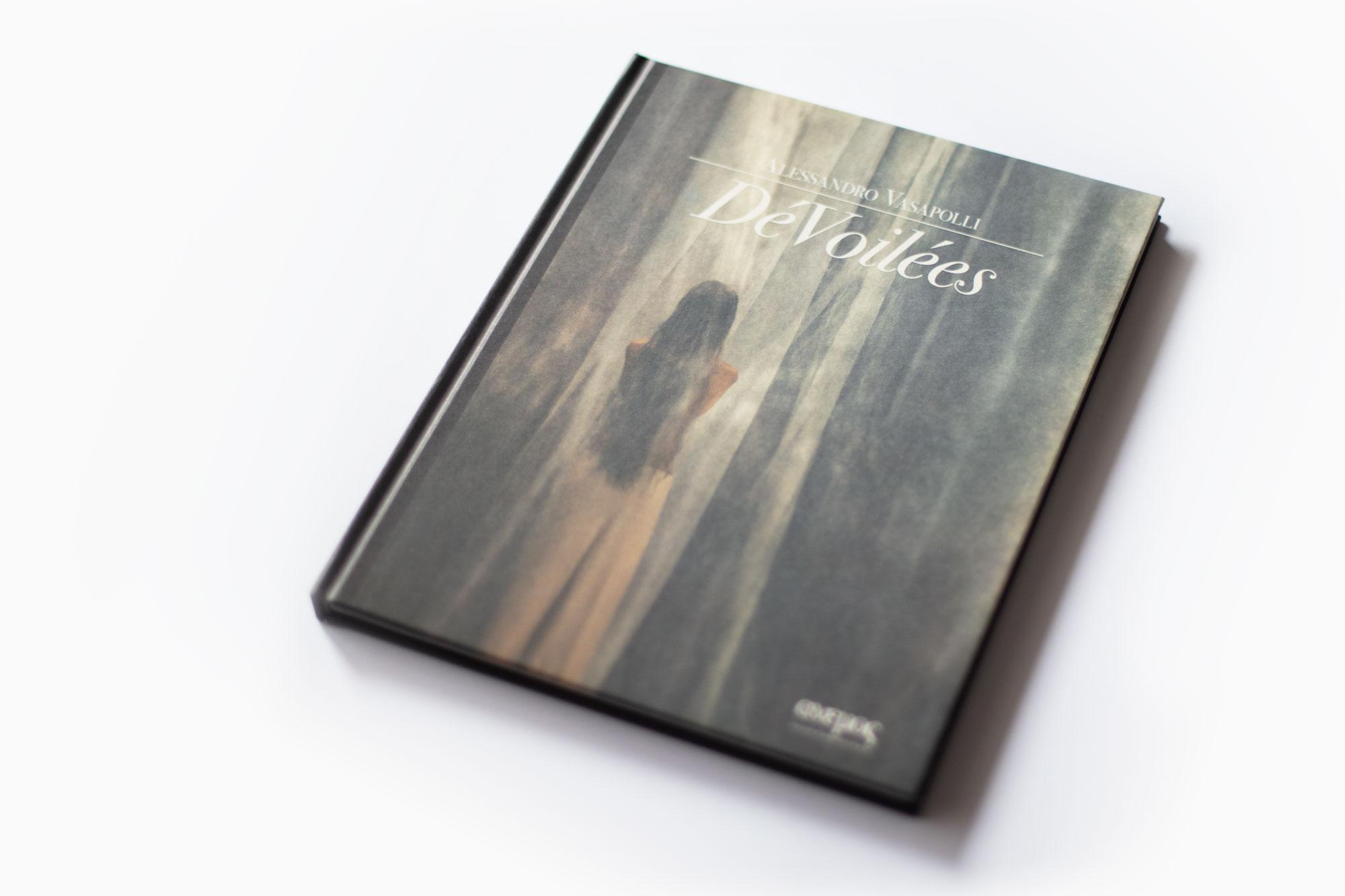 Foto_Libro_DeVoilees_Alessandro_Vasapolli_Anemos_Publishing_House